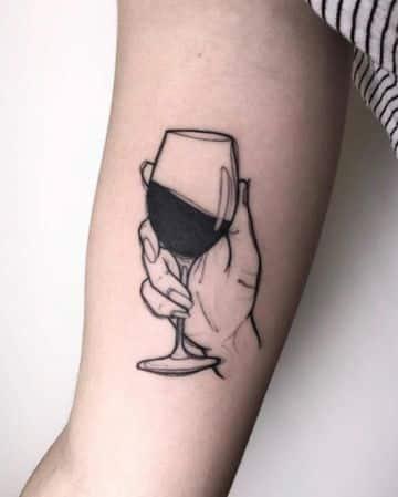 tatuaje de botella de vino y copa original
