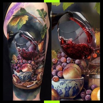 tatuaje de botella de vino y copa realistas