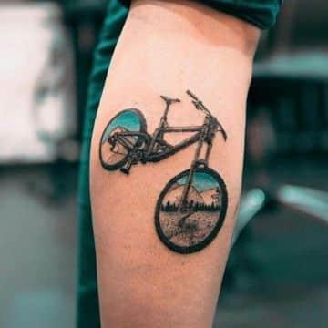 tatuajes de bicicletas de montaña color y contraste