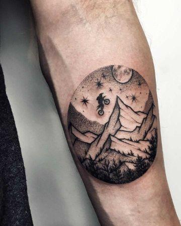 tatuajes de bicicletas de montaña dotwork