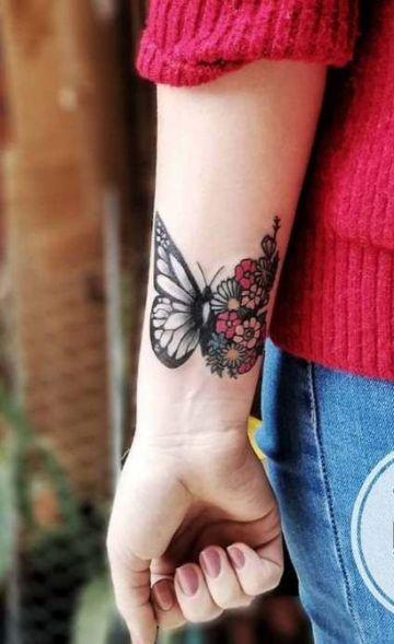 tatuajes de mariposas para mujer con flores