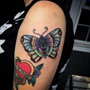 tatuajes de mariposas para mujer tradicional americano