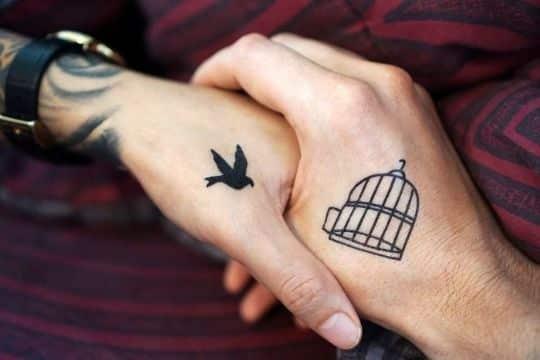 tatuajes de parejas en la mano complementos