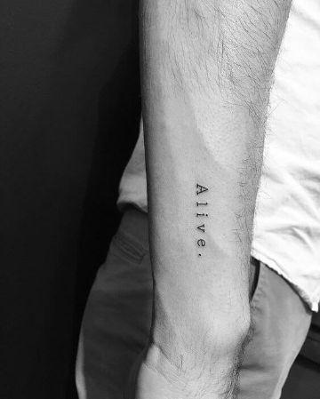 tatuajes para hombres sencillos tipografias