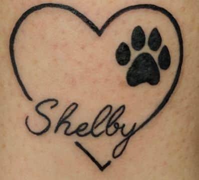 tatuaje de huella de lobo para representar un hijo
