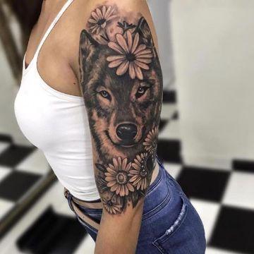 tatuaje de lobo con flores fotoretrato
