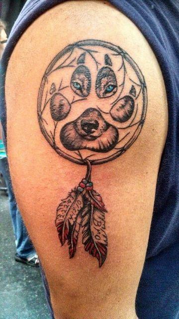 tatuajes de atrapasueños con lobos con huella