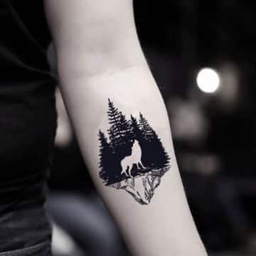 tatuajes de bosques con lobos pequeños
