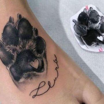 tatuajes de huellas de perritos realista