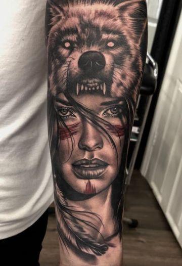 tatuajes de indias con lobos altos detalles
