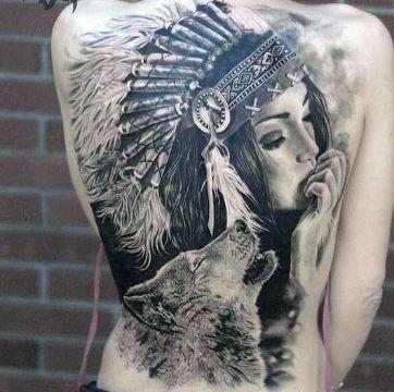 tatuajes de indias con lobos en espalda