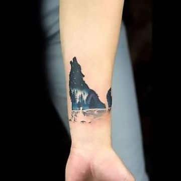 tatuajes de lobos aullando a la luna en brazo