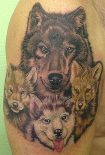 tatuajes de lobos con sus cachorros detalles en pelaje