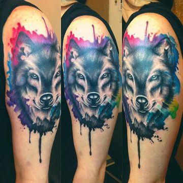 tatuajes de lobos en acuarela pintura que escurre