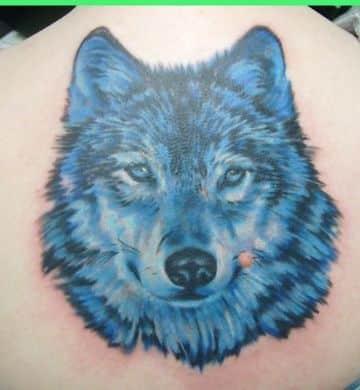 tatuajes de lobos solitarios con colores