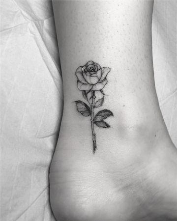tatuajes de rosas pequeñas hermosa textura