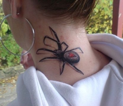 tatuajes de arañas en el cuello en 3d