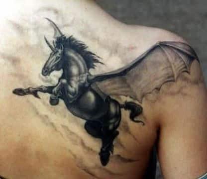 tatuajes de caballos con alas con cuerno