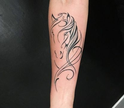 tatuajes de cabezas de caballos lineas delicadas