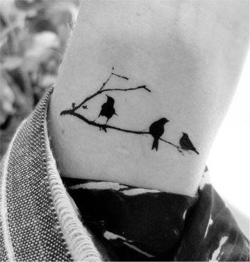 tatuajes de pajaritos en ramas siluetas