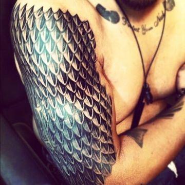 tatuaje escamas de dragon grandes