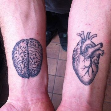 tatuajes de cerebro y corazon dotwork en ambos brazos