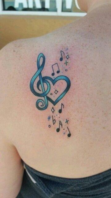 tatuajes de corazon en el hombro concepto