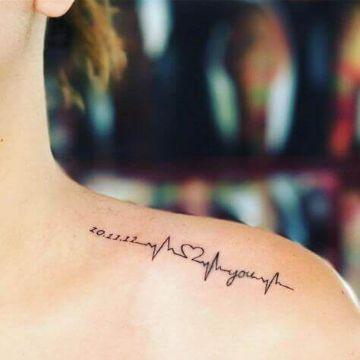 tatuajes de corazon en el hombro homenaje