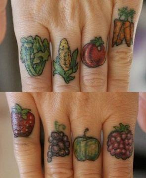 tatuajes de frutas y verduras en dedos