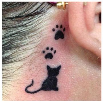 tatuajes de huellas de perro y gato detras de la oreja