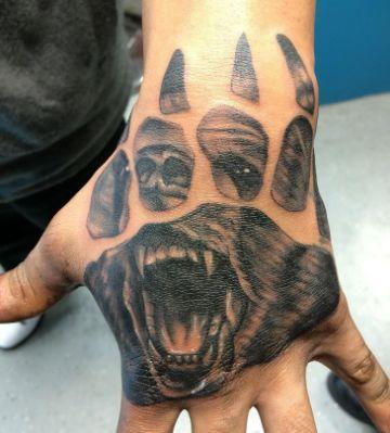 tatuajes de osos grizzly con huella