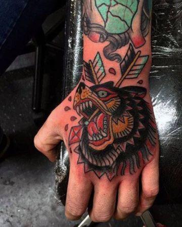 tatuajes de osos grizzly neotradicional