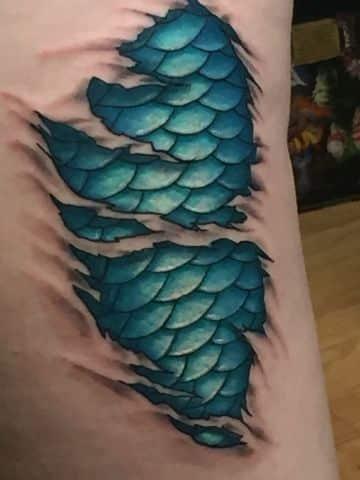 tatuajes de piel de serpiente piel rasgada