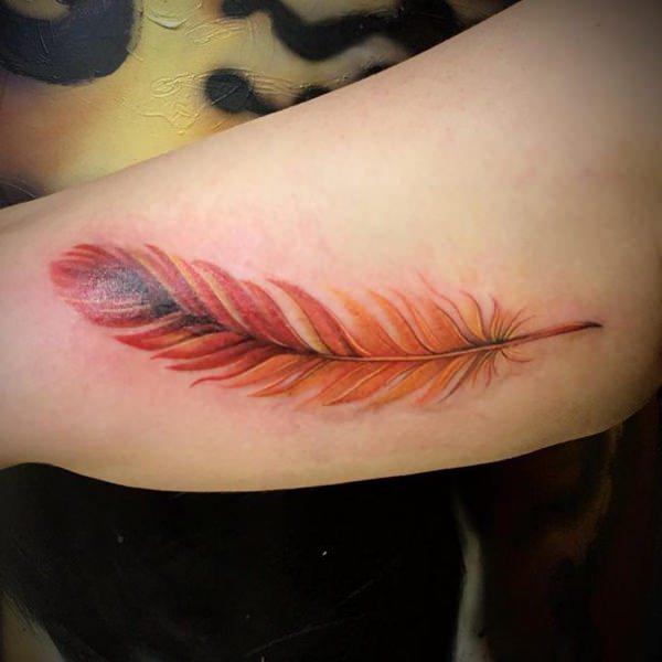 significado de tatuajes de plumas excelente colorido