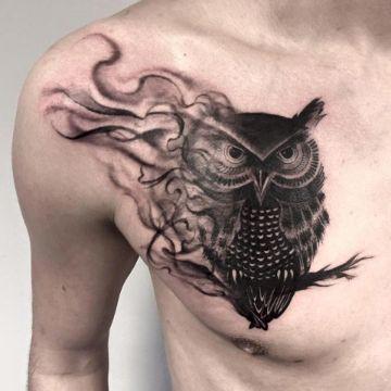 tatuajes de buhos en el pecho concepto