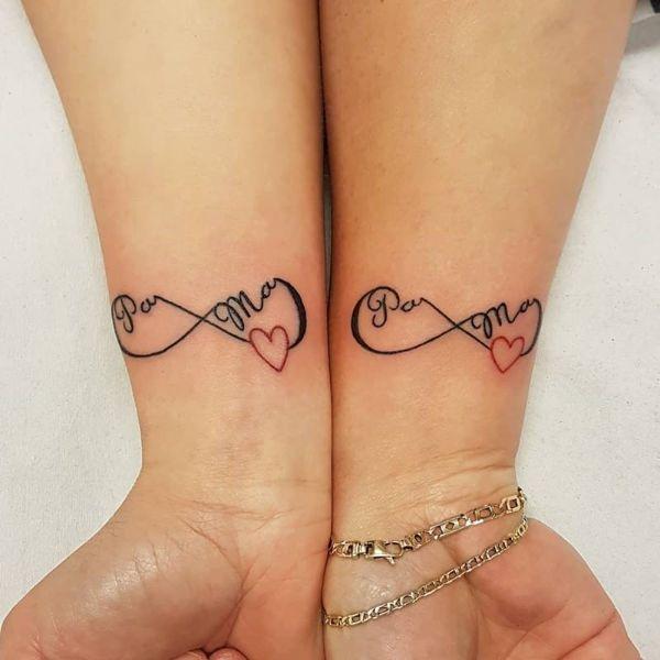 tatuajes de infinito para mujer pequeño en las muñecas