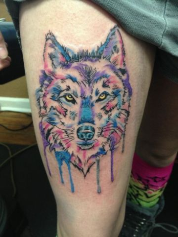 tatuajes de lobos en la pierna acuarela