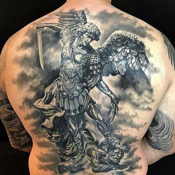 tatuajes de san miguel arcangel en espalda