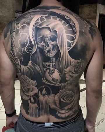 tatuajes de santa muerte en espalda