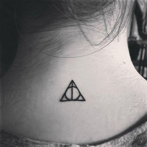 tatuajes pequeños con significado cuello