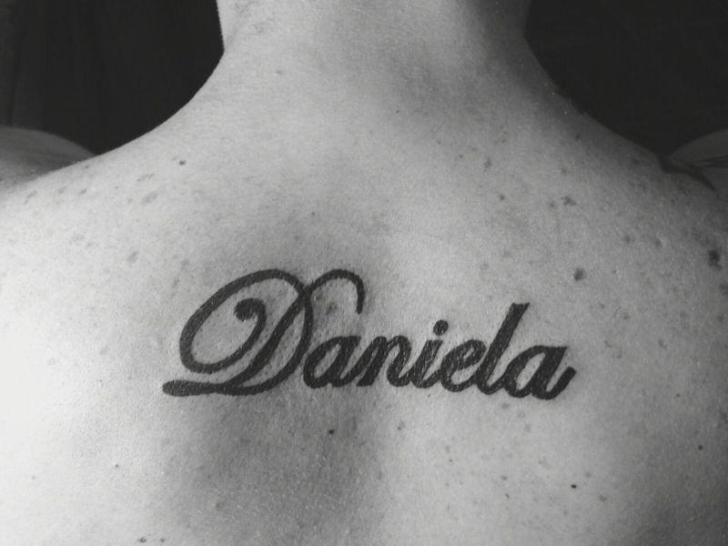tatuajes con el nombre daniel femenino
