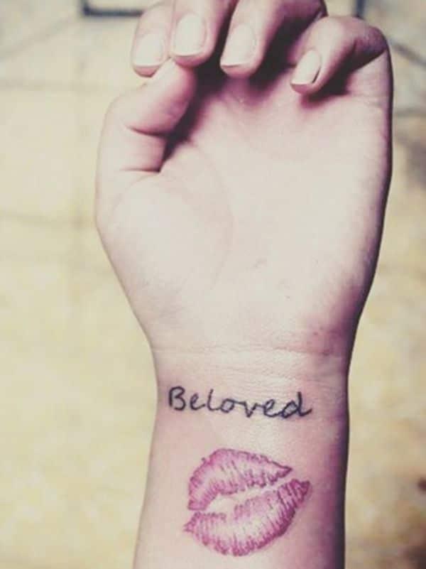 tatuajes de besos con frases y palabras