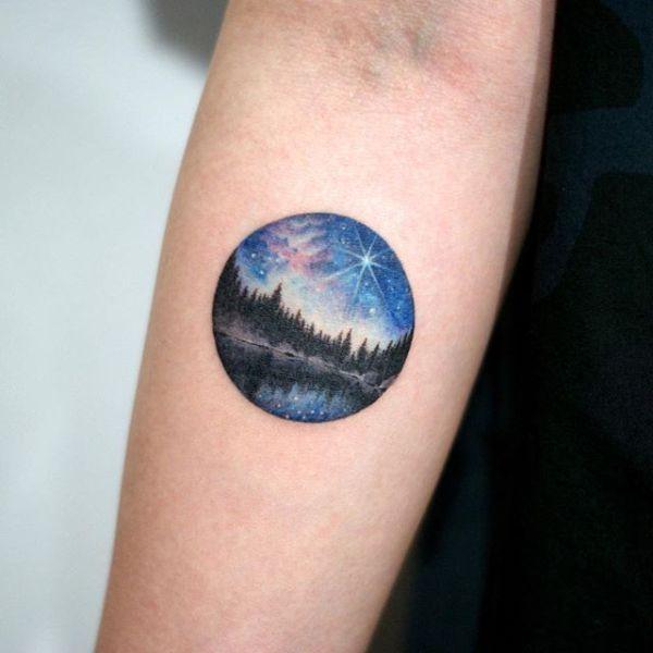 tatuajes de bosques con luna colorido