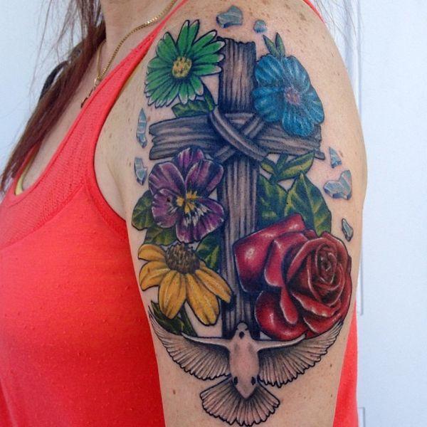 tatuajes de cruz con rosas texturas