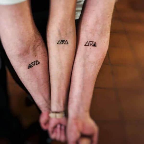 tatuajes para hacerse con hermanos con triangulos