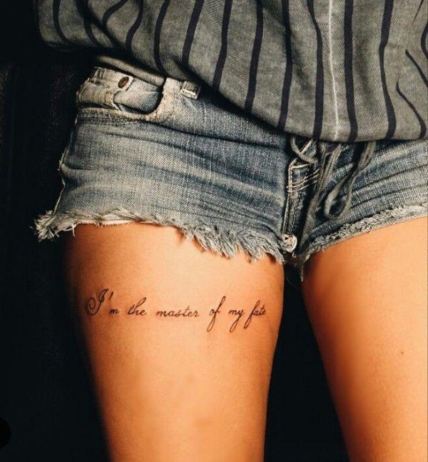 frases para tatuajes en la pierna horizontal en muslo