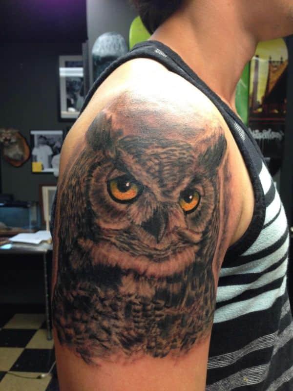 tatuajes de buhos para hombres realismo