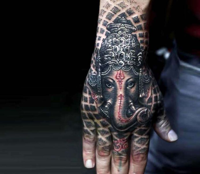 tatuajes de dios en la mano ganesha
