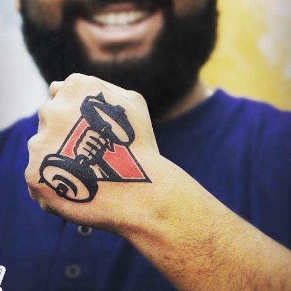 tatuajes de gym para hombres en la mano