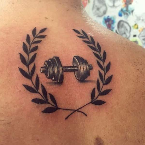 tatuajes de gym para hombres pesas con corona de olivo
